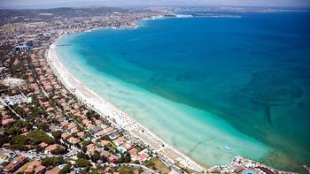 Bakan açıkladı! Çeşme'deki tüm plajlara belediye talip oldu