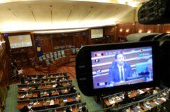 Kosova Meclisinde milletvekilleri yemin etti
